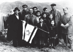 Enzo Sereni with Jewish converts from San Nicandro, 1944