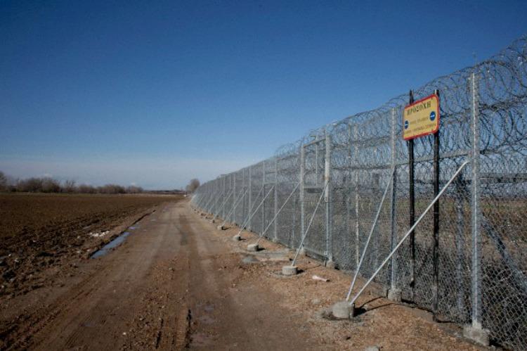 Do border fences work